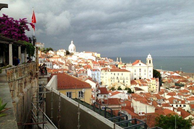 Lissabon und seine schönen Ausblicke von der Alfama - einer der Geheimtipps für 4 Tage in Lissabon