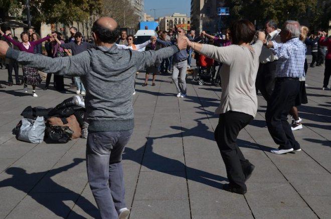 Sardana Tanz der Katalanen am Placa de la Seu