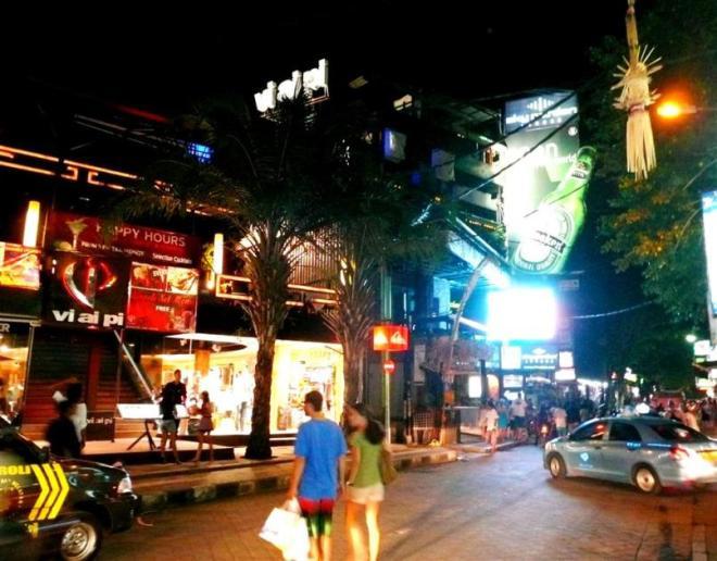Balis Partymeile: Die Legian Street in Kuta