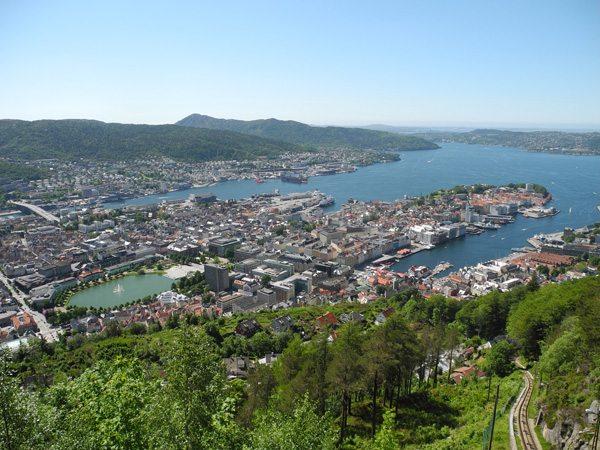 Rundreise Norwegen: Aussicht vom Floyen auf Bergen