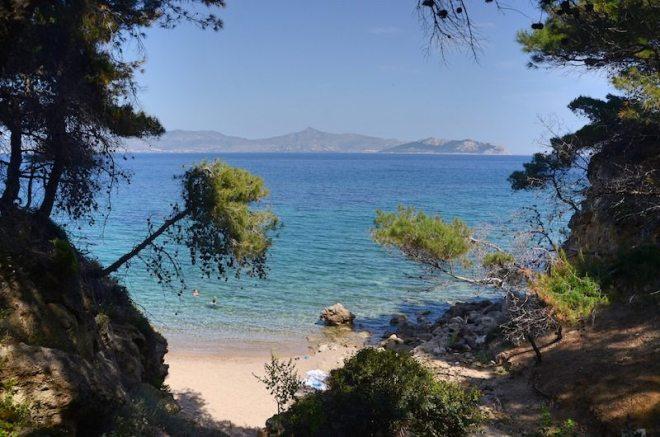 Fast einsamer Strand auf der Insel Agistri ganz nah bei Athen