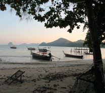 Strand, soweit das Auge reicht auf Koh Yao Noi (Krabi, Thailand)