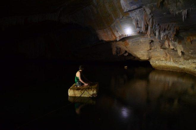 Mit dem Floss durch die Crocodile Cave