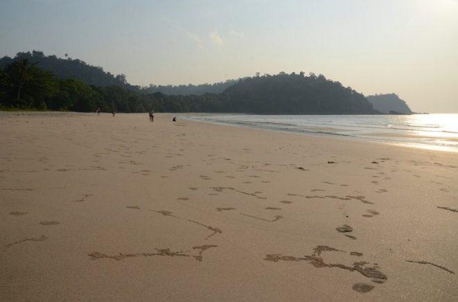 Die einsame Bucht von Mo Lae auf Koh Tarutao ist bei Ebbe sehr breit