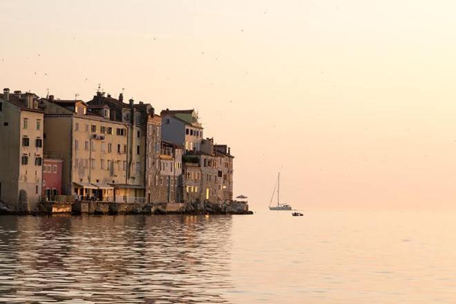 Rovinj-Tipp: Blick auf die Altstadt bei Sonnenuntergang