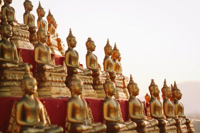 buddha statuen tempel ban houayxay