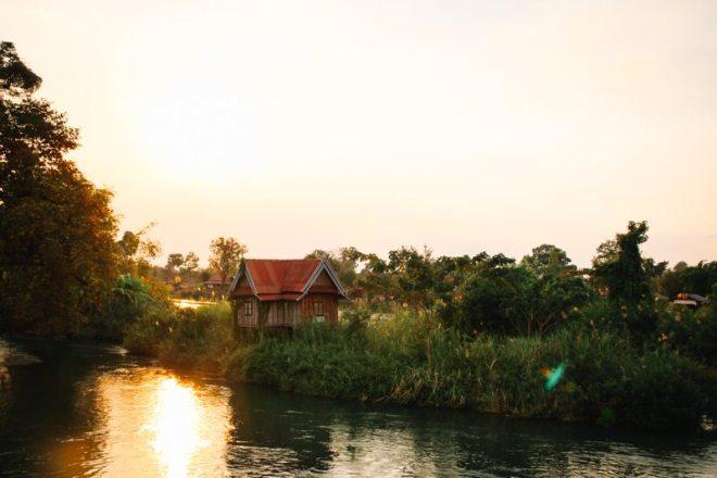 Mekong bei Sonnenuntergang auf Don Det im Süden von Laos