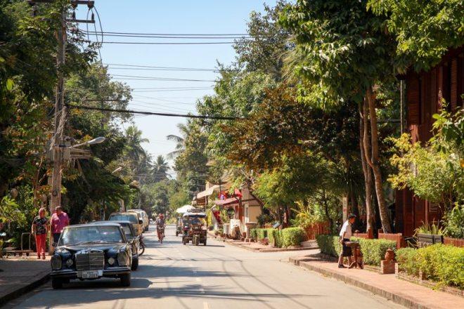wandern durch die altstadt von luang prabang