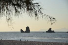 Traumstrände - Wenn du bei Ebbe zum Kalksteinfelsen watten kannst am Tanjung Rhu Beach auf Langkawi