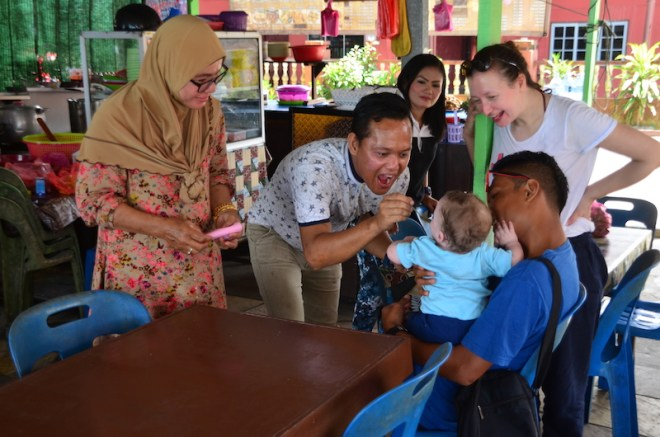 Sind alle in Asien so babyvernarrt und kinderlieb wie in Malaysia?