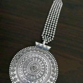 Chakri Style Maang Tikka : Bejeweled with Pearl Chain Pack 1