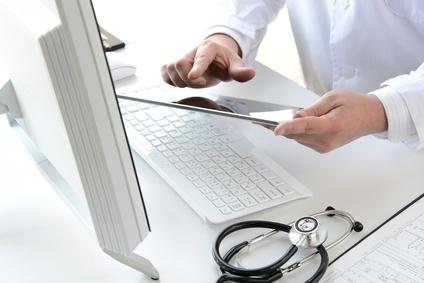 """<strong>Absolventen des Fernstudiengangs """"Management im Gesundheitswesen"""" übernehmen leitende Positionen im Gesundheitswesen und in der Pflege. </strong><br />  © takasu - Fotolia.com"""