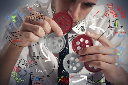 <strong>Der Fernstudiengang Industrial Engineering vereint Ingenieure- und Wirtschaftsbereiche.</strong><br/>© alphaspirit - Fotolia.com