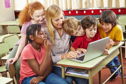 <strong>Neue Medien können das Lernen erleichtern.</strong><br/>© Robert Kneschke - Fotolia.com