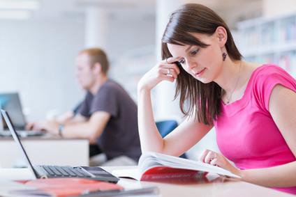 <strong>Studieren Sie jetzt an der FernUni Hagen Bachelor und Master der Rechtswissenschaften.</strong> © lightpoet - Fotolia.com