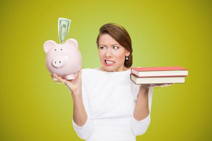 Die Artikel in der Liste geben Ihnen Tipps und Informationen zu Kosten und Finanzierung eines Fernstudiums. © pathdoc - Fotolia.com