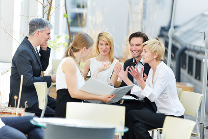 Lernen Sie mit einem Fernstudium der Apollon Hochschule wie man erfolgreich kommuniziert. © Robert Kneschke - Fotolia.com
