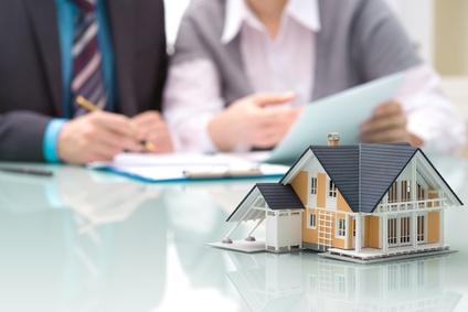 <strong>Der Immobilienfachwirt kümmert sich um Immobilien Projekte von Wirtschaft und Behörden.</strong><br/>© Alexander Raths - Fotolia.com
