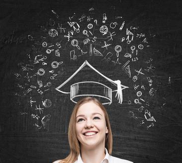 Ein Bachelor Fernstudium kann sowohl an privaten als auch an staatlichen Fernhochschulen absolviert werden. © denisismagilov - Fotolia.com
