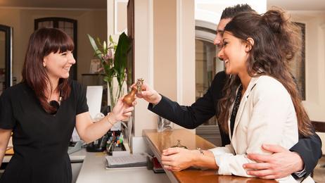 <strong>Investieren Sie in die Zukunft und studieren Sie Hotelmanagement.<!--<strong-- data-recalc-dims=