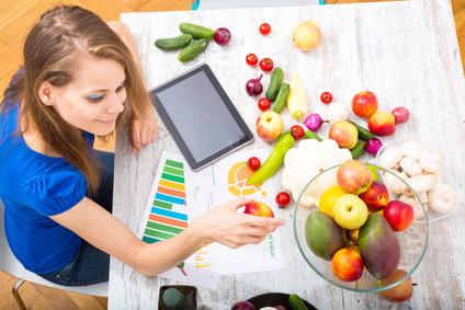 Der Fernstudiengang Ökotrophologie vermittelt ihnen das Essen mehr als nur Ernährung ist. © Spectral-Design - Fotolia.com