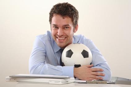 <strong>Viele Fußball Vereine brauchen ein professionelles Fußballmanagement, das die Finanzen regelt und koordiniert.</strong><br /> © Cello Armstrong - Fotolia.com