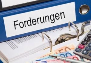 <strong>Debitorenbuchhalter kümmern sich um ausstehende Forderungen.</strong><br/>© DOC RABE Media - Fotolia.com