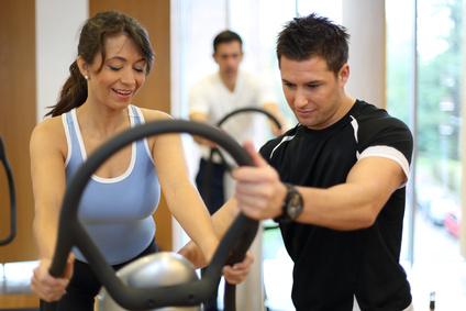 Mit einem Personal Trainer zu maximaler Fitness. © ikonoklast_hh - Fotolia.com