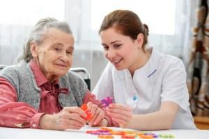 <strong>Die würdevolle Pflege von älteren Menschen wird immer bedeutender.</strong> <br />© Alexander Raths - Fotolia.com