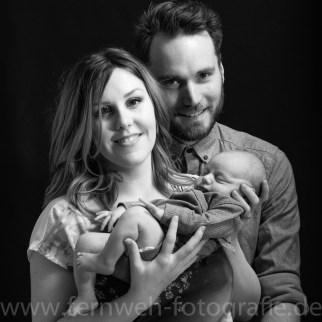 Eltern mit Baby sw