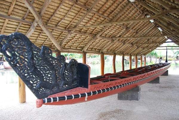 07_Polynesian-Cultural-Center-Traditional-Boat