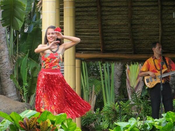 21_Polynesian-Cultural-Center-Luau-Diner-Dancer