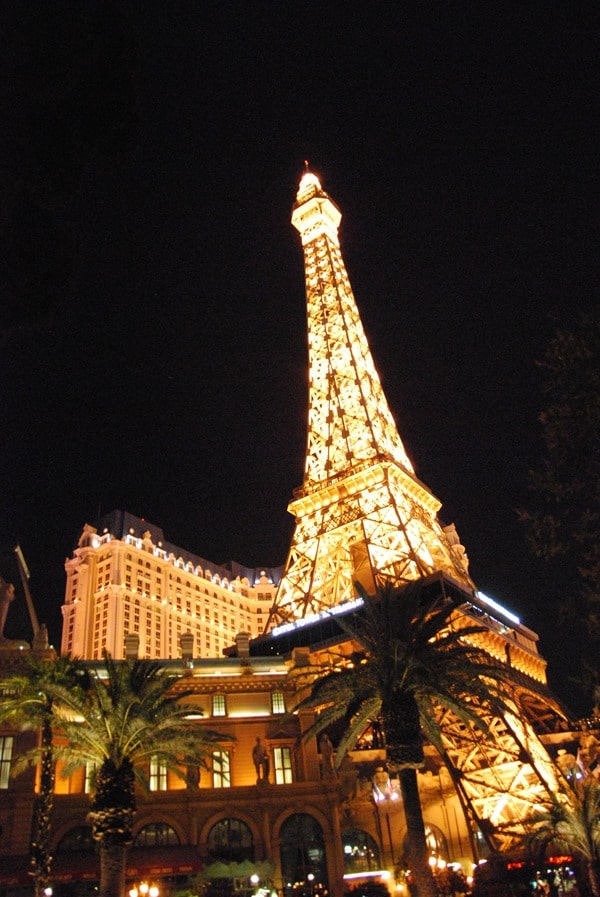 25_Eiffel-Tower-Paris-Las-Vegas