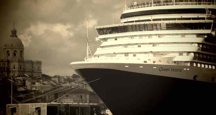 Hafenrundfahrt Lissabon Städtereise Portugal Queen Victoria Sepia