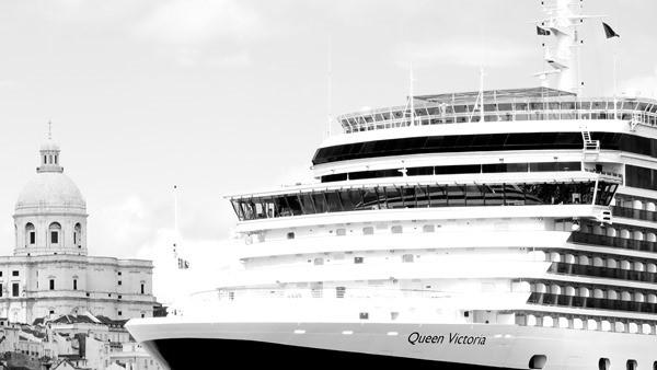 Hafenrundfahrt Lissabon Portugal Kreuzfahrtschiff Queen Victoria Cunard Line schwarzweiss