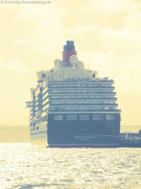 Hafenrundfahrt Lissabon Portugal Kreuzfahrtschiff Queen Victoria Heck