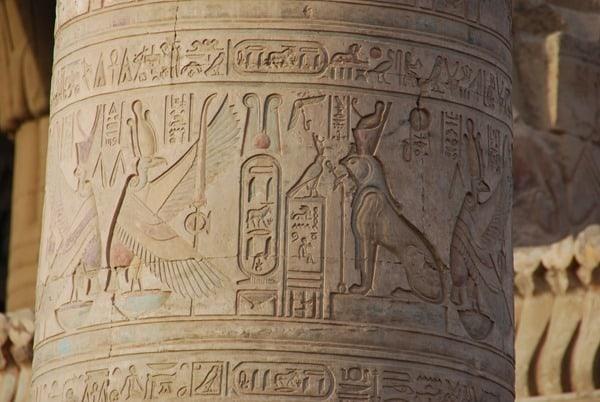 Doppeltempel von Kom Ombo Reliefpfeiler Säule Ägypten