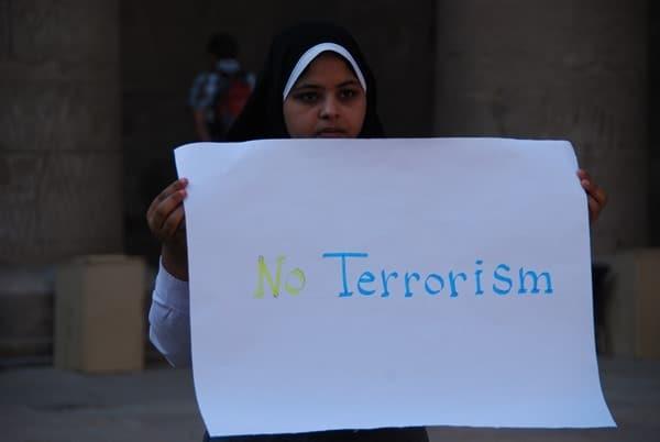 Horus Tempel von Edfu Demonstration Muslima No Terrorism Ägypten Nil Nilkreuzfahrt