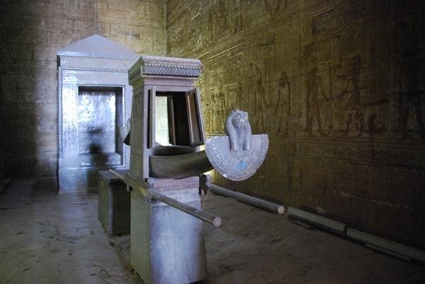Horus Tempel von Edfu Barke im Allerheiligsten Ägypten