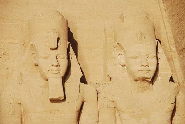 Nahaufnahme Abu Simbel Großer Tempel Ägypten Urlaub Nilkreuzfahrt