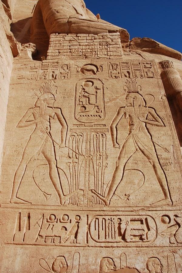 Abu Simbel Inschriften Großer Tempel Statuen Ägypten Urlaub Nilkreuzfahrt