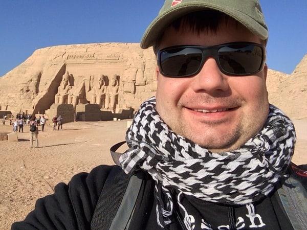 Reiseblogger Daniel Dorfer in Abu Simbel Großer Tempel Ägypten Urlaub Nilkreuzfahrt