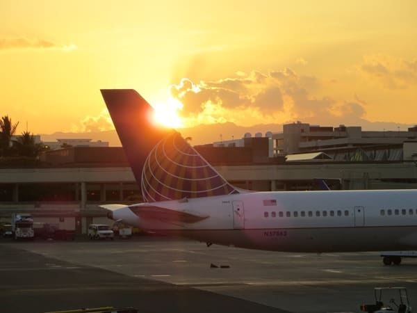 06_United-Airlines-Hawaii-Sonnenuntergang