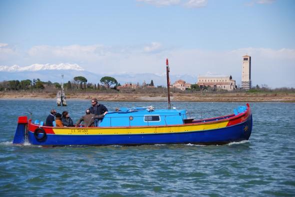 00 buntes Boot Torcello Burano Venedig Italien 590x395 1