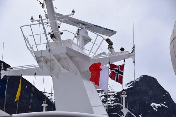 Geirangerfjord Norwegen Norwegische Flagge MSC Sinfonia Kreuzfahrt