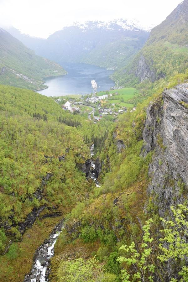 Geirangerfjord Norwegen MSC Sinfonia auf Reede Nordland-Kreuzfahrt
