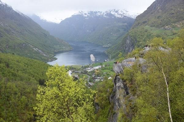 Geirangerfjord Norwegen Landschaft MSC Sinfonia auf Reede Nordland-Kreuzfahrt