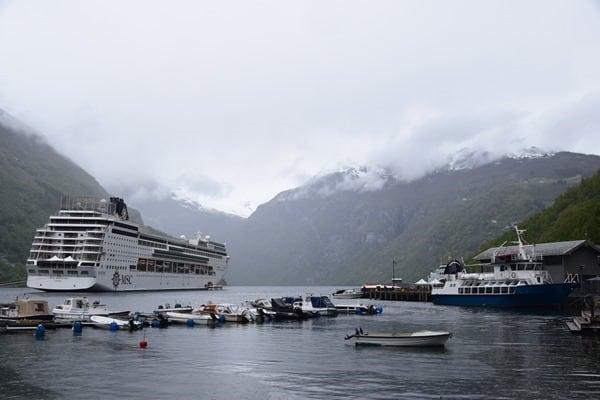 Geirangerfjord Norwegen Geiranger Kreuzfahrtschiff MSC Sinfonia auf Reede