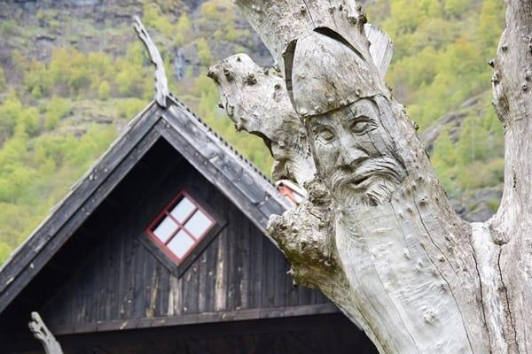 Schnitzerei Dorf Flam Sognefjord Norwegen