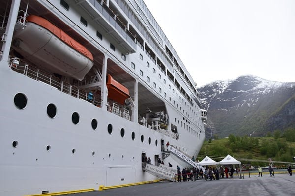 Kreuzfahrtschiff MSC Sinfonia Sognefjord Hafen Flam Norwegen